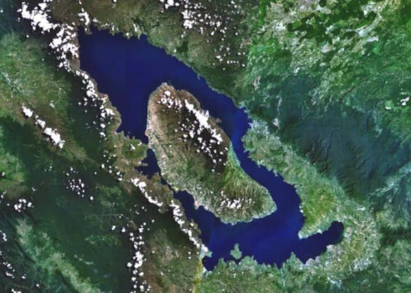 Satellitbild över Tobasjön