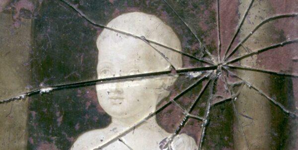 Målning föreställande byst av Gustav IV Adolf bakom en skadad glasruta