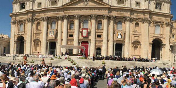 Mässa på Petersplatsen i Rom