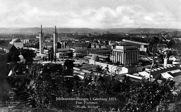 Fotografi föreställande utställningsområdet med de höga minareterna och minneshallen